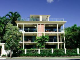 Cairns Beachfront Apartment - C Tourism