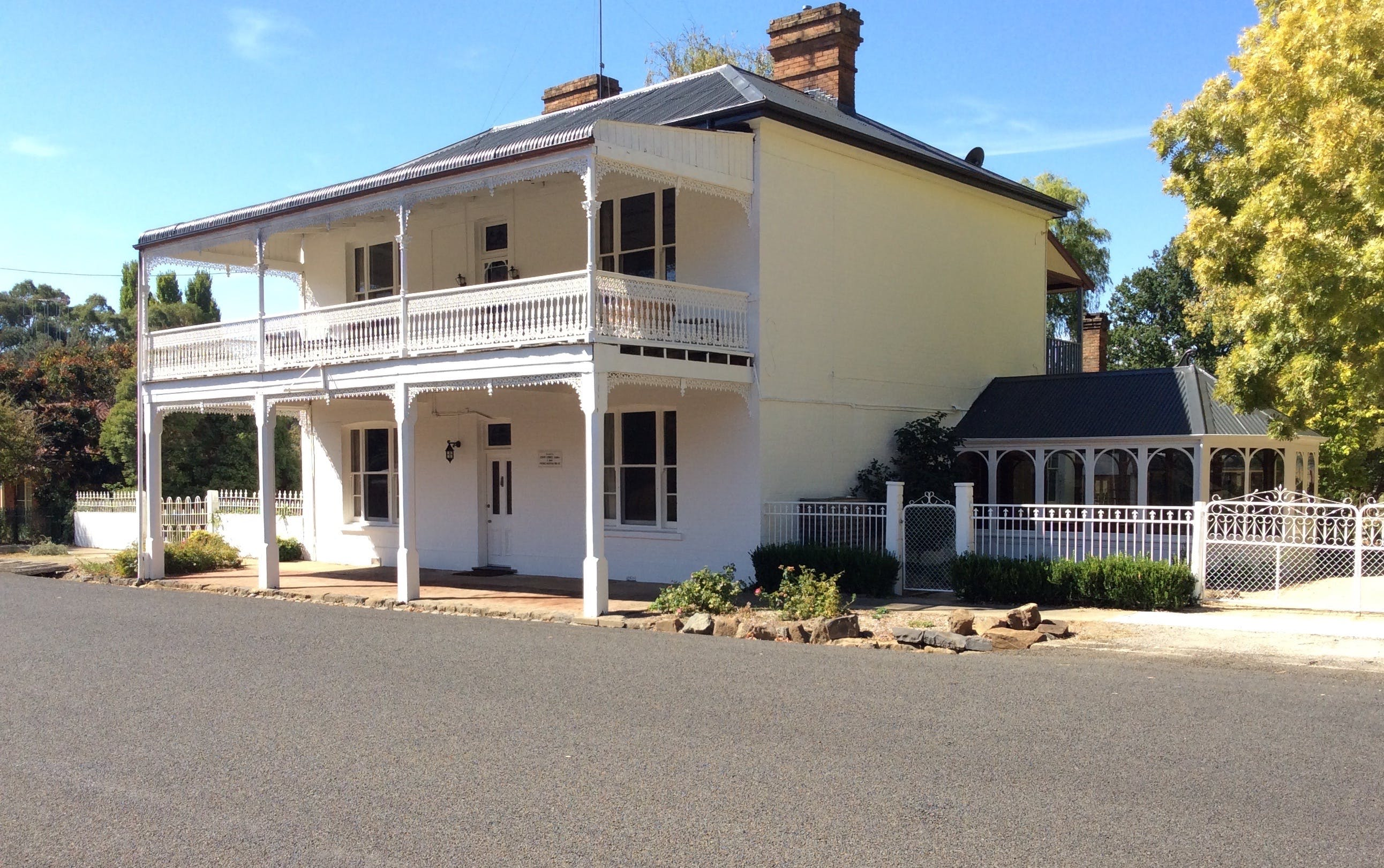 The White House Carcoar - C Tourism