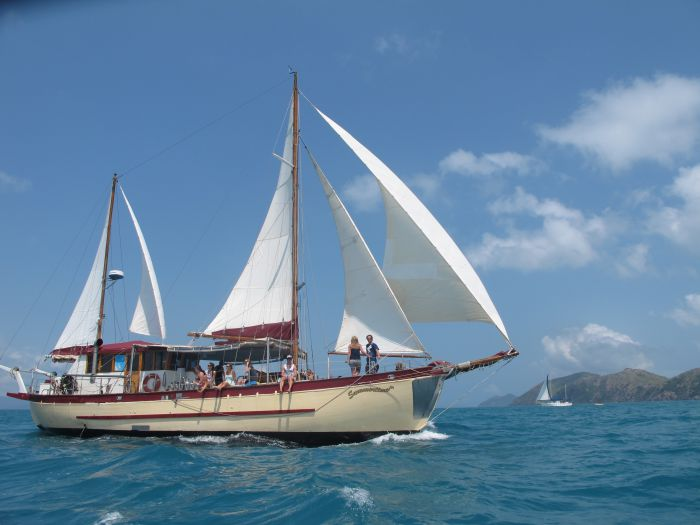 Adventure Cruise Dive and Outer Reef - Whitsundays Sailing Adventures - C Tourism