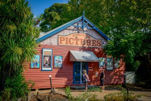 Huskisson Pictures - C Tourism